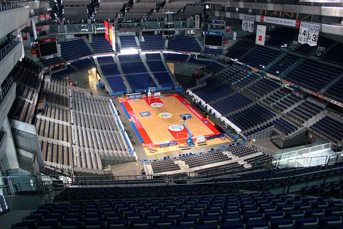 Partido de baloncesto en el Palacio de los Deportes de Madrid - La Llave de Madrid