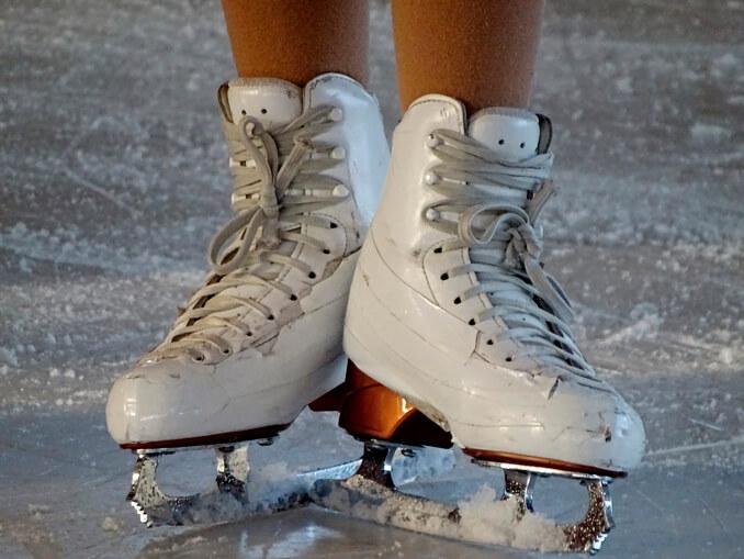 Practica patinaje sobre hielo en Madrid - La Llave de Madrid